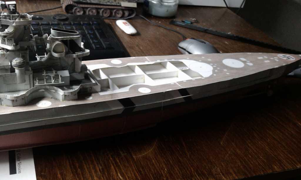 господа кораблеведы. подскажите как и из чего сделать леерные ограждения? я делаю бисмарк, и они там просто тупо...
